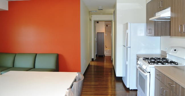 UV9 2 bedrooms 4 People LvgRm 07x1